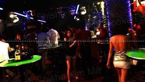 Phong cách dùng bình shisha trên bar